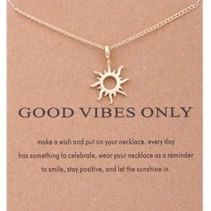Good Vibes Only chain necklace 🌞